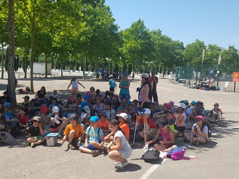 les enfants attendent la remise des trophées